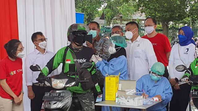 Pelaku Wisata di Sleman Bisa Ikuti Vaksinasi Corona Drive Thru di Prambanan (25976)