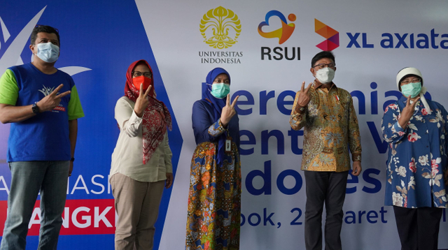 Menkominfo Tinjau Sentra Vaksin Indonesia Bangkit, 5.700 Warga Sudah Divaksin (262933)