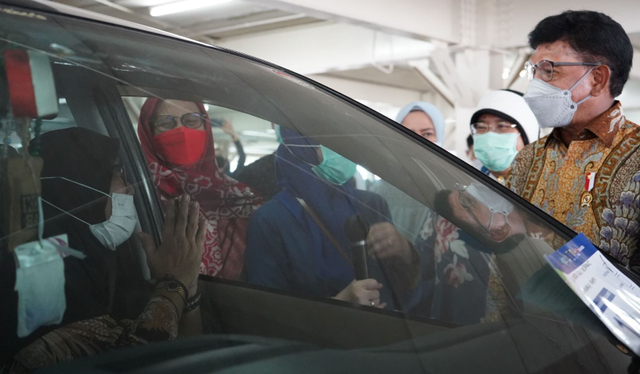Menkominfo Tinjau Sentra Vaksin Indonesia Bangkit, 5.700 Warga Sudah Divaksin (262934)