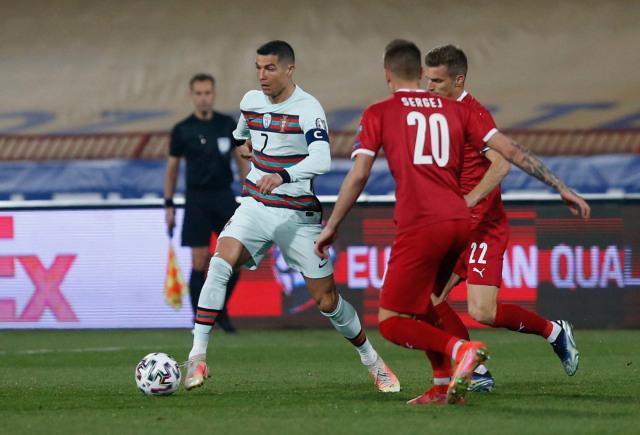 Sepatu Pemain Timnas Serbia yang Gagalkan Gol Ronaldo Dilelang untuk Amal (99936)