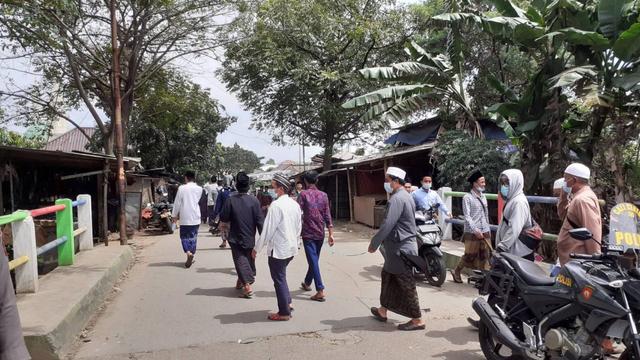 Ponpes Al Istiqlaliyah Dipadati Pelayat Abuya Thurtusi, Ada Bupati Tangerang (76592)