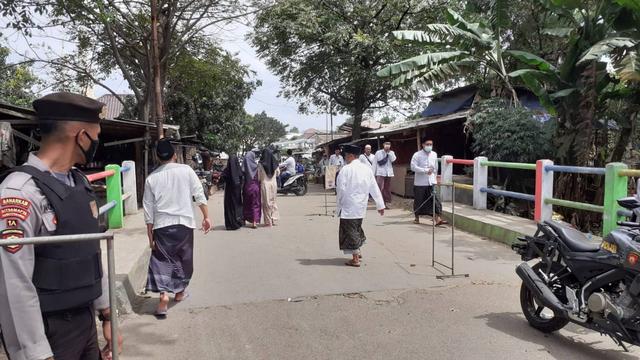 Ponpes Al Istiqlaliyah Dipadati Pelayat Abuya Thurtusi, Ada Bupati Tangerang (76591)