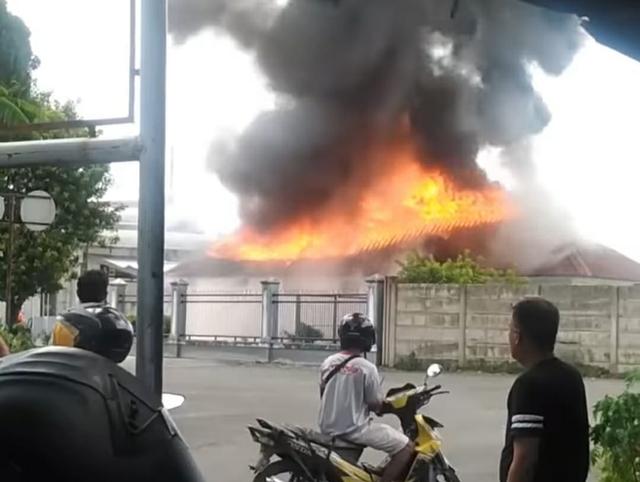3 Ruangan di Stasiun Lahat Terbakar (765210)