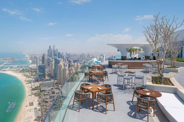 Kalahkan Singapura, Dubai Punya Infinity Pool Tertinggi di Dunia (3)