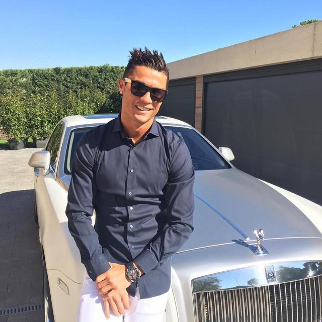Intip Bugatti Spesial & 11 Mobil Ronaldo yang Tembus Rp 320 Miliar (194968)