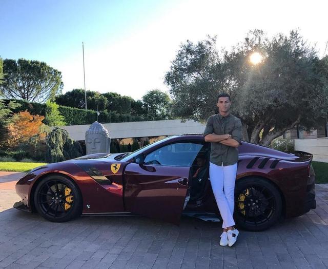 Intip Bugatti Spesial & 11 Mobil Ronaldo yang Tembus Rp 320 Miliar (194970)