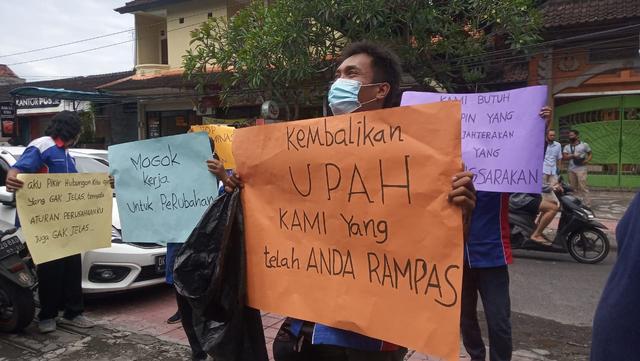 Belasan Pekerja TIKI Denpasar Lakukan Aksi Mogok dan Unjuk Rasa (5658)