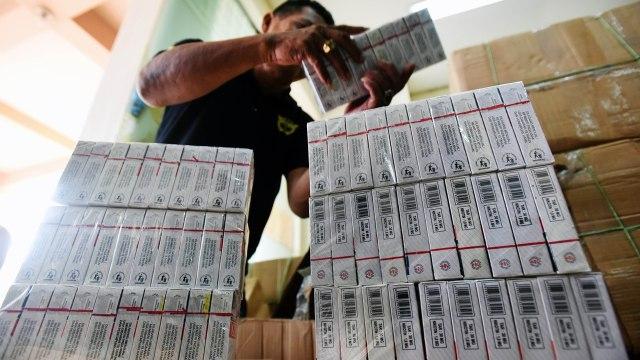 Bea Cukai Entikong Gagalkan Penyelundupan 111.400 Batang Rokok Ilegal (164397)
