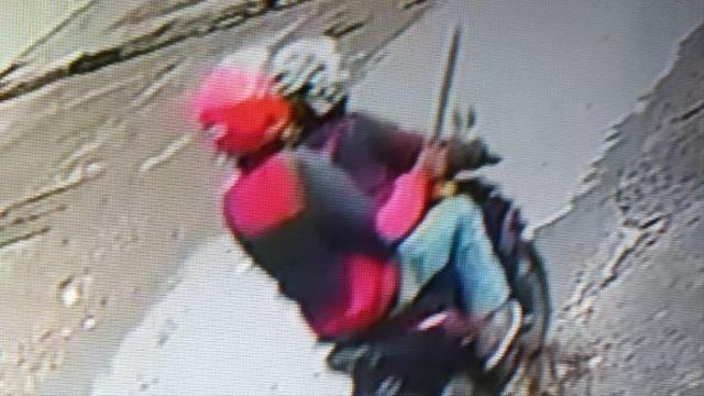 Detik-detik 2 Pelaku Lempar Bom Molotov ke Asrama Mahasiswa di Makassar (123338)