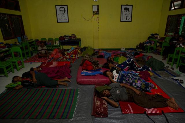 Foto: Pengungsi Banjir Bandang di NTT (117242)