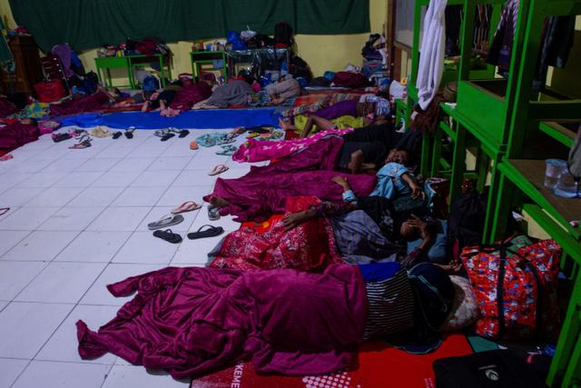 Foto: Pengungsi Banjir Bandang di NTT (117240)