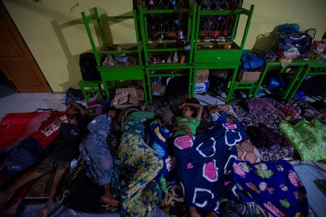 Foto: Pengungsi Banjir Bandang di NTT (117239)