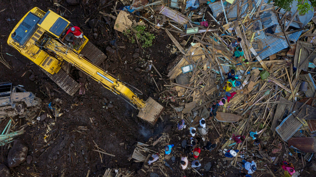 Mentan SYL Kucurkan Bantuan dan Tinjau Lahan Pertanian Terdampak Bencana di NTT (257023)