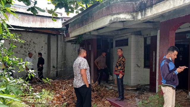 DPRD Bolmut Cek Langsung Kondisi Asrama Mahasiswa di Palu yang Rusak (131216)