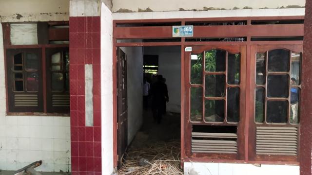 DPRD Bolmut Cek Langsung Kondisi Asrama Mahasiswa di Palu yang Rusak (131217)
