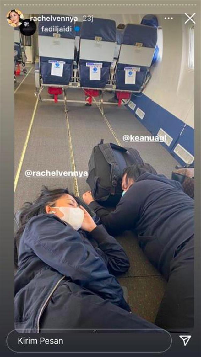 Potret Rachel Vennya hingga Keanu Bantu Korban Bencana di NTT (324864)