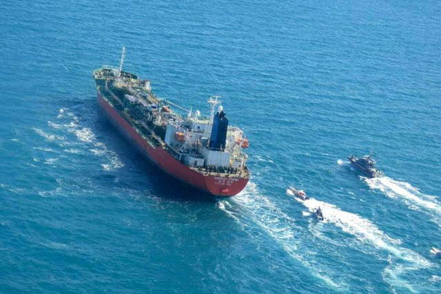 Alasan Kenapa Bagian Lambung Kapal Laut Dicat Warna Merah (152508)