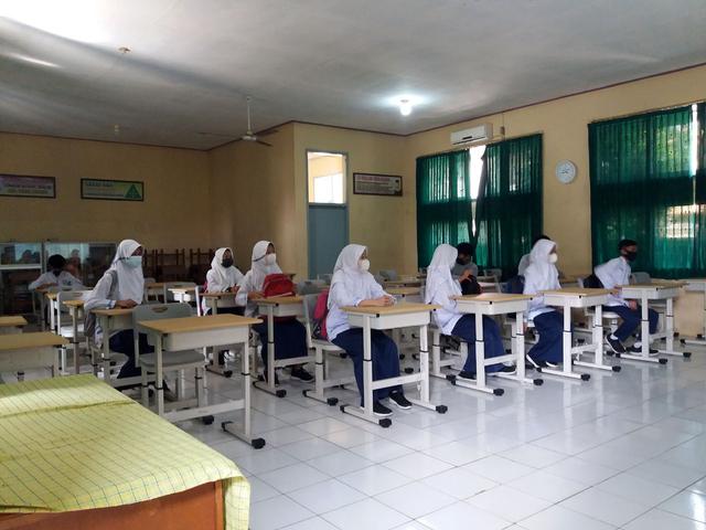Persiapan UN, Sebagian Pelajar SMP di Majalengka Mulai Masuk Sekolah (52596)