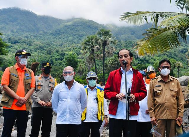 Jokowi Minta Gubernur NTT dan Bupati Lembata Siapkan Lahan untuk Relokasi Warga (187071)