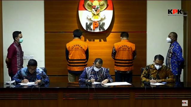 KPK Duga Bupati Bandung Barat Terima Rp 2 Miliar Uang Korupsi (1160)