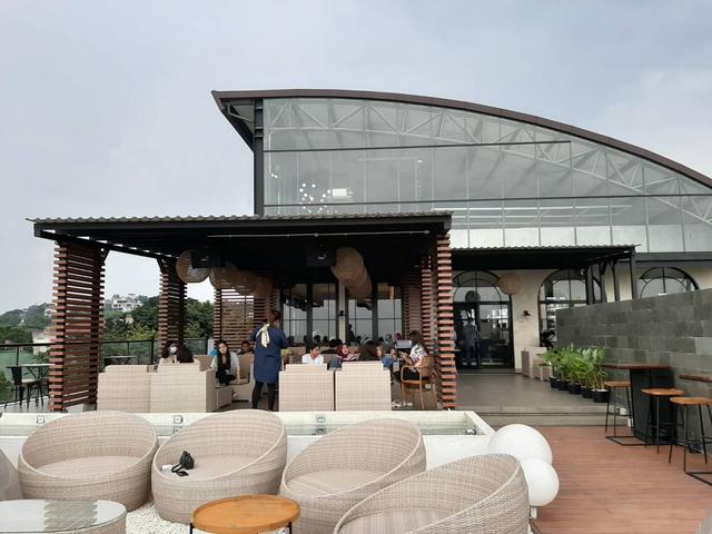 Bingung Cari Cafe Instagramable di Semarang? Epicure 'Sky Terrace' Tempatnya! (13555)
