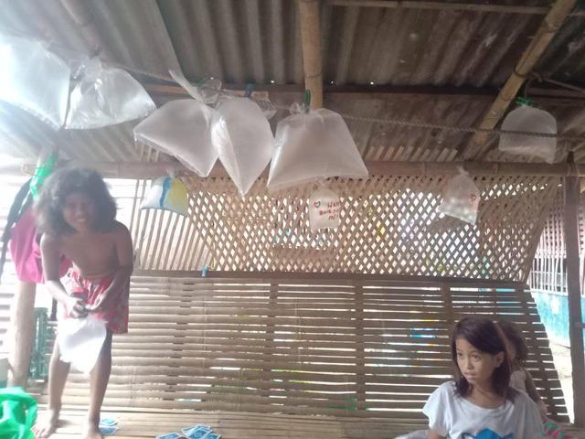 Terenyuh! Bocah Tak Mampu Beli Balon, Rayakan Ultah Ayahnya dengan Plastik (308456)