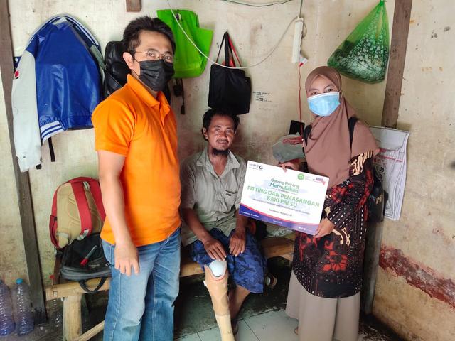 Sinergi PT. BMS dan IZI Salurkan Kaki Palsu Gratis untuk Penyandang Disabilitas (552862)