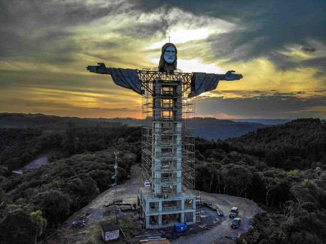 Brazil Bikin Patung Yesus Baru