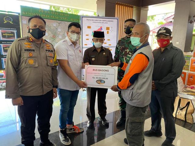 PO Bus Bagong Sumbang Rp 50 Juta dan Paket Sembako untuk Korban Gempa Malang (588680)