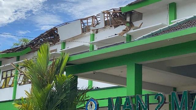 PO Bus Bagong Sumbang Rp 50 Juta dan Paket Sembako untuk Korban Gempa Malang (588682)
