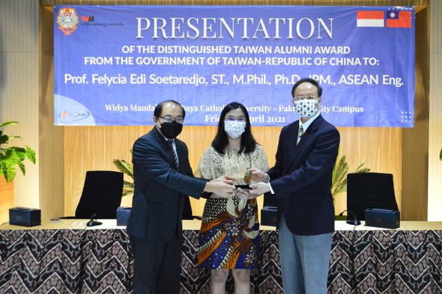 Prof Felycia, Orang Indonesia Pertama Peraih Distinguished Taiwan Alumni Award (99669)