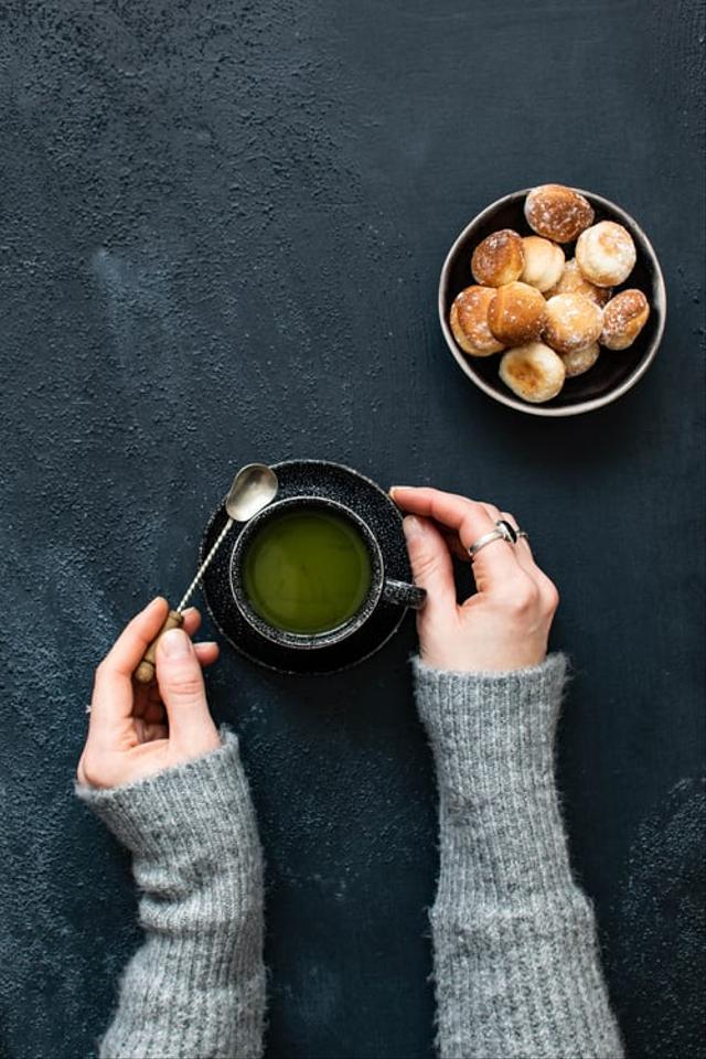 Lawan Tanda Penuaan di Wajah, Ini 7 Manfaat Green Tea untuk Kecantikan Kulit (28600)