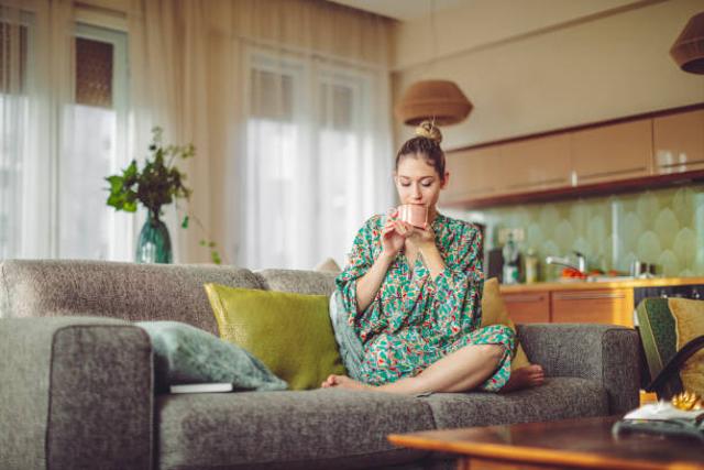 Lawan Tanda Penuaan di Wajah, Ini 7 Manfaat Green Tea untuk Kecantikan Kulit (28605)