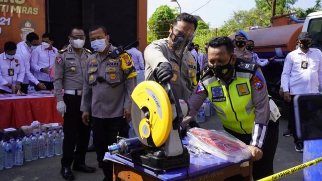 Polisi Bojonegoro Musnahkan Puluhan Knalpot Brong (230302)