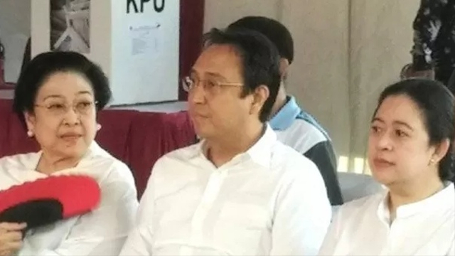 Megawati Didampingi Puan, Prananda, Tatam saat Terima Gelar Profesor Kehormatan (2938)