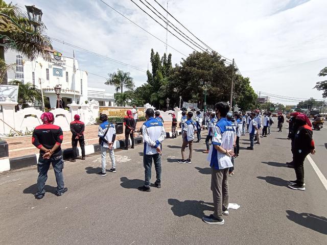 Buruh di Cirebon Unjuk Rasa Tolak THR Dibayar Dicicil (258967)