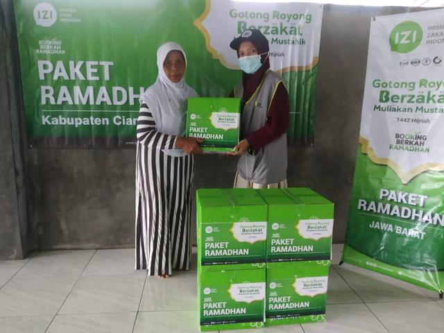 IZI Jawa Barat Bagikan Paket Ramadhan di 6 Titik Kota Kabupaten di Jawa Barat (130633)