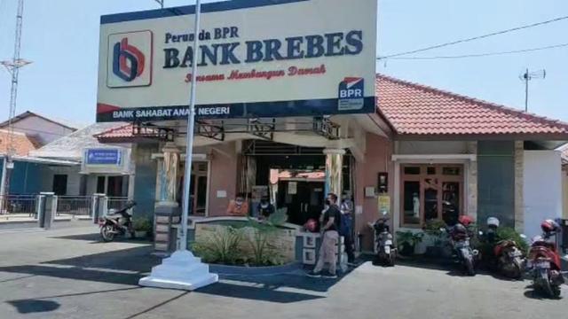 Selamatkan Perusahaan,  Bank Brebes Kurangi 23 Karyawan Kontrak (22866)