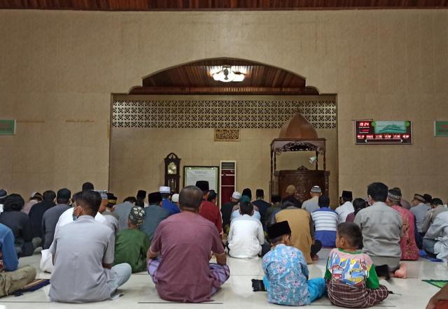 Jemaah Salat Tarawih di Masjid Agung Syuhada Bengkayang Diimbau Terapkan Prokes (555203)