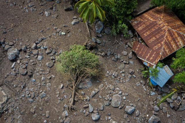 Foto: Sisa Lara Banjir Bandang dan Tanah Longsor di Lembata-Adonara, NTT (254895)