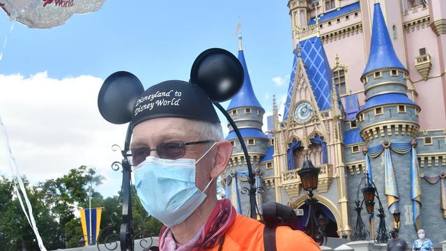 Pecahkan Rekor, Kakek Ini Lari Ribuan Km dari Disneyland ke Disney World (126275)