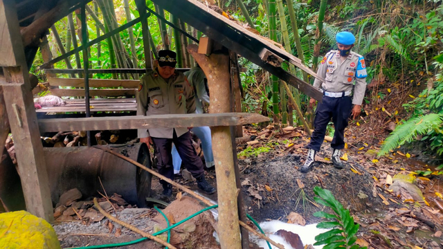 Polisi Bongkar Penyulingan Cap Tikus di Tolitoli, Sulteng (33949)