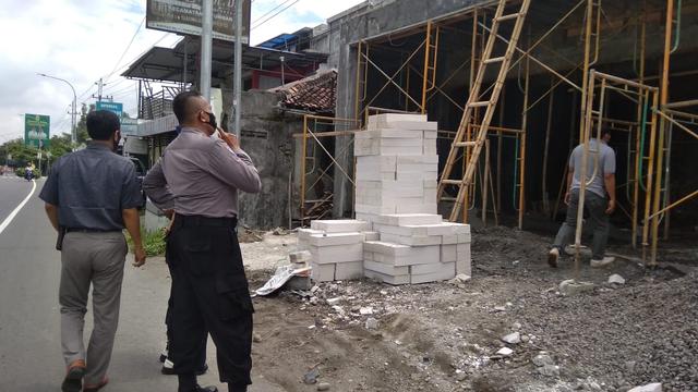 Buruh Bangunan di Sleman Tewas Tersengat Listrik Bertegangan Tinggi (218111)