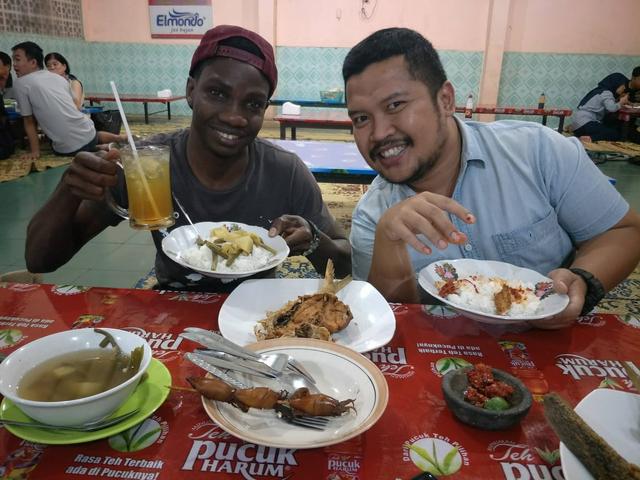 Pengalaman Lintas Budaya Pelajar Tanzania di Indonesia  (206932)