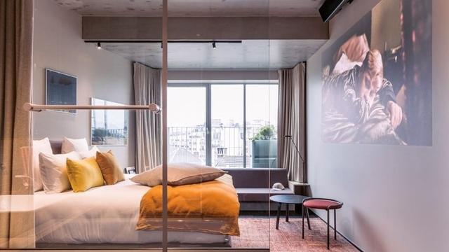 Unik! Hotel di Paris Ini Tawarkan Sensasi Menginap Sambil Nonton Bioskop (91432)