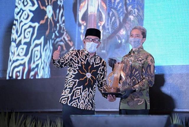 Batik Ironman Karya Ridwan Kamil Laku Keras, Seperti Apa Penampakannya? (132018)