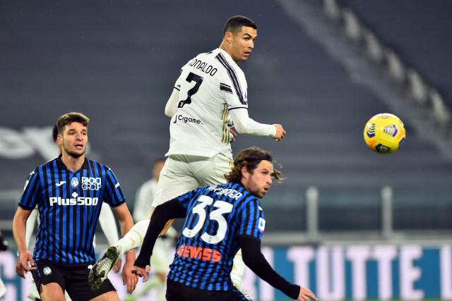 Robin Gosens Akhirnya Dapat Jersey Cristiano Ronaldo (189842)
