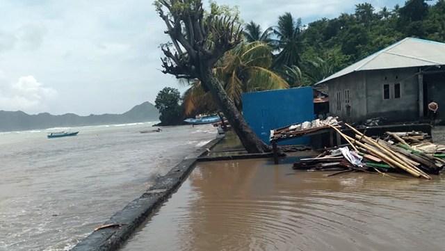 Bibit Siklon Tropis 94W, Pemerintah Perpanjang Siaga Darurat Bencana di Sitaro (15346)