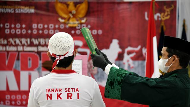 34 Napi Terorisme di Lapas Gunung Sindur Cium Merah Putih, Ikrar Setia pada NKRI (122560)