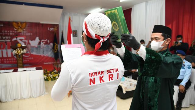 34 Napi Terorisme di Lapas Gunung Sindur Cium Merah Putih, Ikrar Setia pada NKRI (122563)